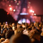 people-eiffel-tower-lights-night